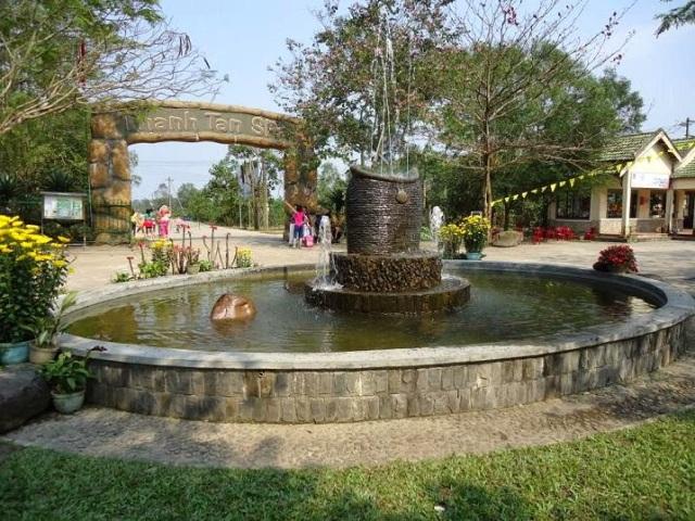 cổng vào suối nước nóng Thanh Tân