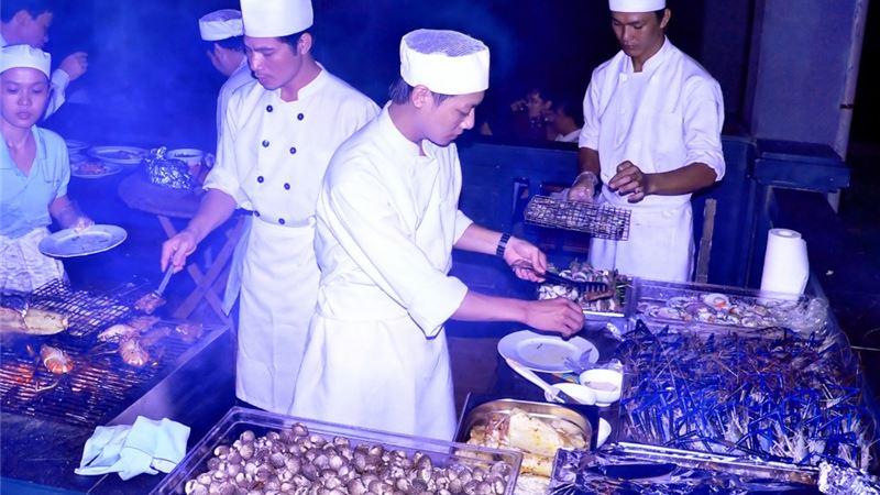 Thức ăn được chế biến từ những đầu bếp