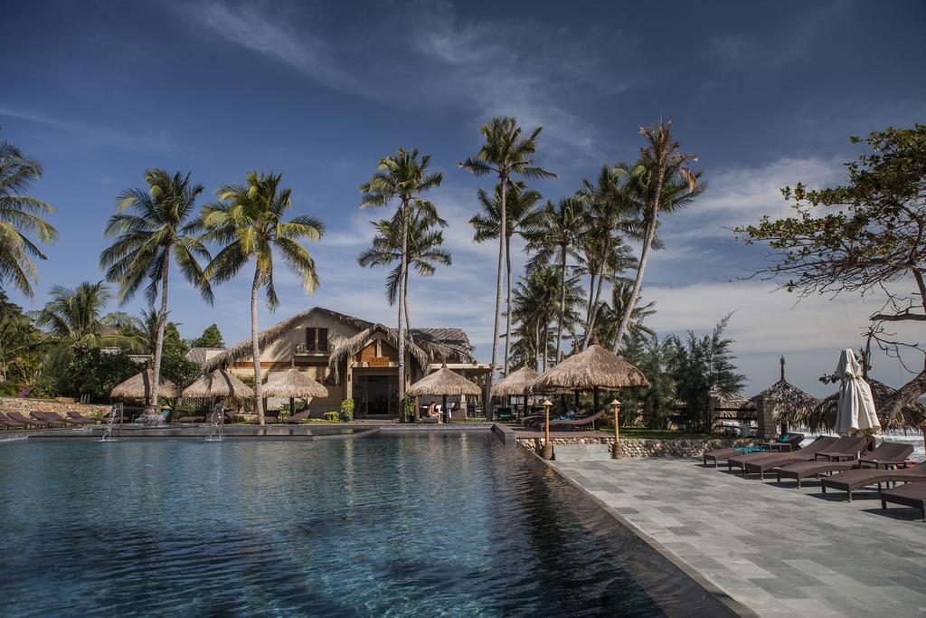 Khuôn viên hồ bơi tại Aroma resort Mũi Né