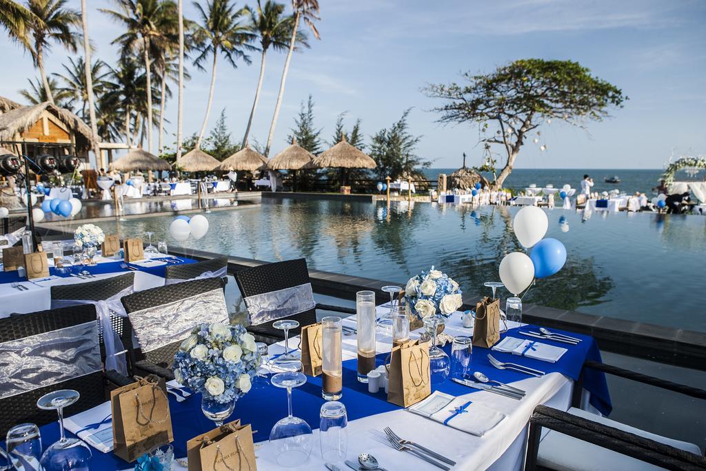 Một lần làm lễ cưới ở Aroma resort Mũi Né, tại sao không ?