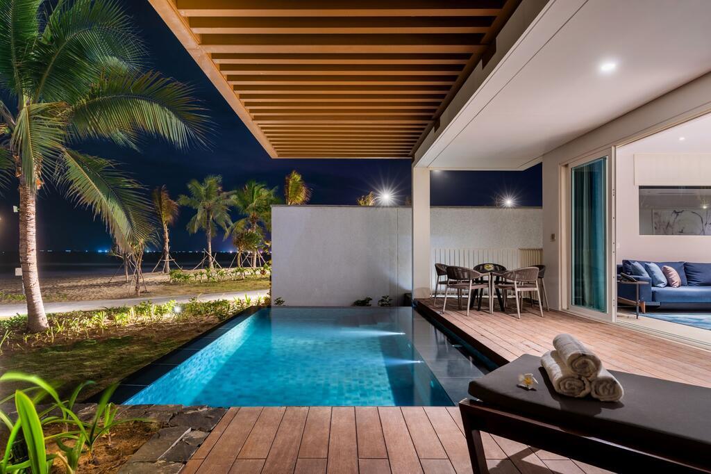 Một góc phòng có hồ bơi hướng biển tại Alma resort Cam Ranh